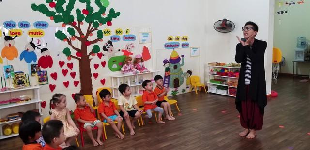 Mẹ ơi, bố đâu rồi? - Tập 1: NSND Lê Khanh tự nhận giống chính mình, BTV Ninh Quang Trường thành giáo viên mầm non - Ảnh 1.