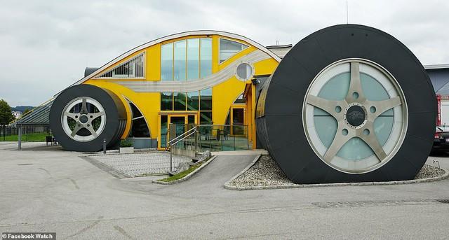 Những ngôi nhà có thiết kế quái dị nhất thế giới - Ảnh 1.