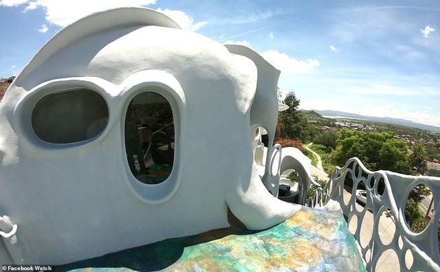 Những ngôi nhà có thiết kế quái dị nhất thế giới - Ảnh 3.