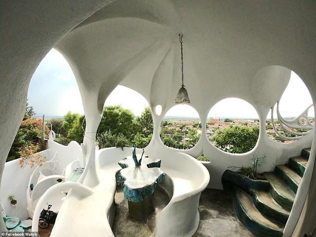Những ngôi nhà có thiết kế quái dị nhất thế giới - Ảnh 2.