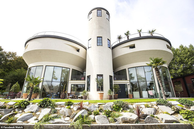 Những ngôi nhà có thiết kế quái dị nhất thế giới - Ảnh 8.