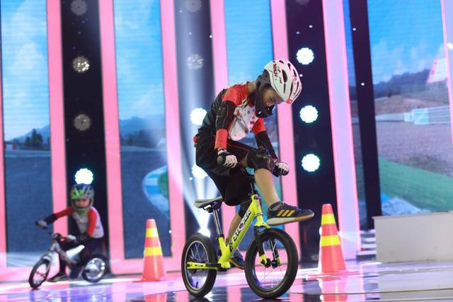 Biệt tài tí hon: Cặp cao thủ xe đạp thăng bằng khiến Trấn Thành khóc ròng vì bị từ chối dạy chạy xe - Ảnh 1.