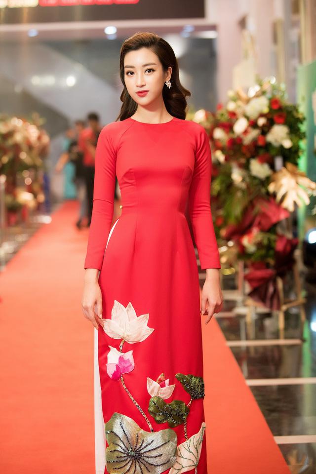 Hoa hậu Đỗ Mỹ Linh rạng ngời bên các em nhỏ trong Gala 10 năm Trái tim cho em - Ảnh 4.