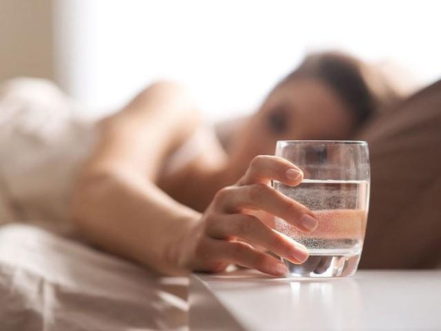 11 mẹo cung cấp đủ nước cho cơ thể mỗi ngày - Ảnh 4.