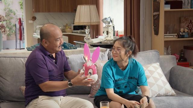 Mẹ ơi, bố đâu rồi? - Tập 4: Ăn mặc thiếu vải, Ly (Quỳnh Kool) bị bố mẹ cấm túc ở nhà - ảnh 3