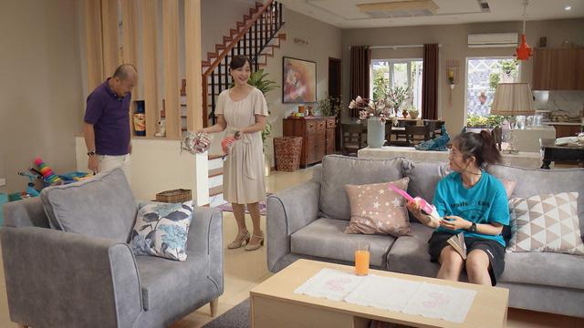Mẹ ơi, bố đâu rồi? - Tập 4: Ăn mặc thiếu vải, Ly (Quỳnh Kool) bị bố mẹ cấm túc ở nhà - ảnh 2