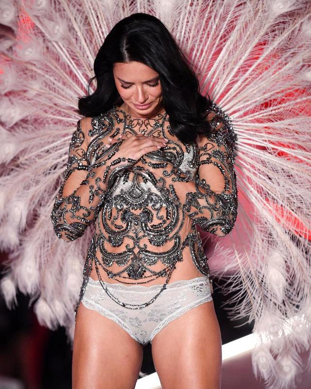 Sau gần 2 thập kỷ, Adriana Lima chính thức tạm biệt show diễn Victoria's Secret - Ảnh 1.