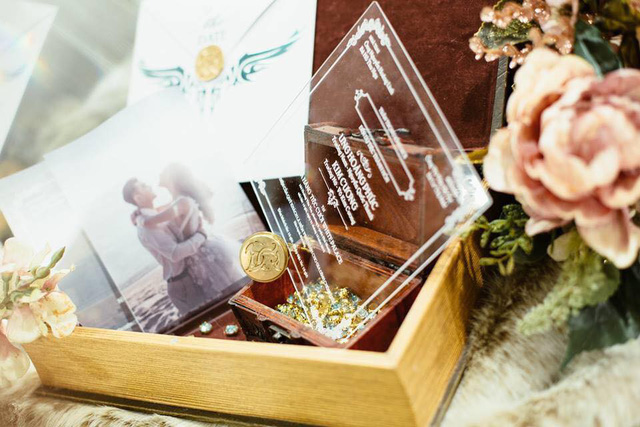 Cận cảnh tấm thiệp cưới độc nhất vô nhị của ca sĩ Ưng Hoàng Phúc và bà xã Kim Cương - Ảnh 2.