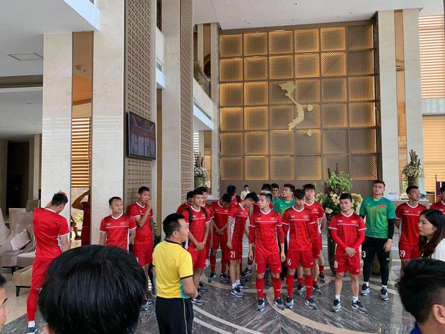 AFF Cup 2018: ĐT Việt Nam tiếp tục tập nhẹ sau chiến thắng trước ĐT Lào - Ảnh 1.