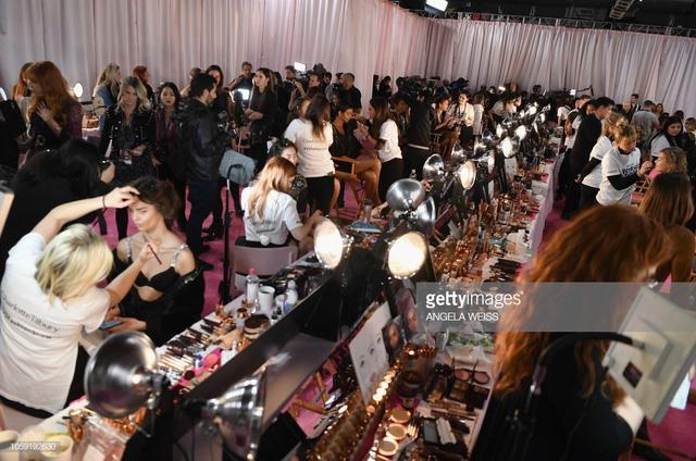 Khoảnh khắc rạng ngời sau sân khấu của dàn mẫu Victoria's Secret Fashion Show 2018 - Ảnh 13.