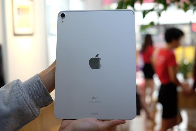Trên tay siêu phẩm iPad Pro mới của Apple - Ảnh 1.