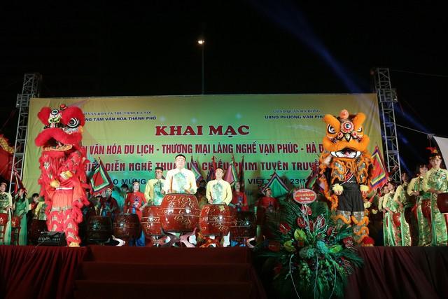 Khai mạc Tuần lễ văn hóa du lịch - thương mại làng nghề Vạn Phúc - Hà Đông 2018 - Ảnh 3.