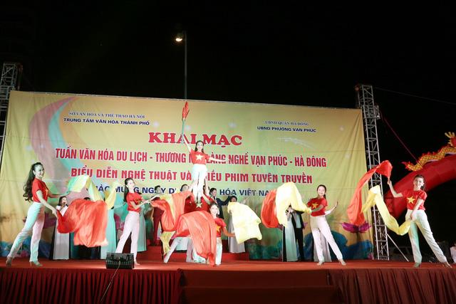 Khai mạc Tuần lễ văn hóa du lịch - thương mại làng nghề Vạn Phúc - Hà Đông 2018 - Ảnh 12.