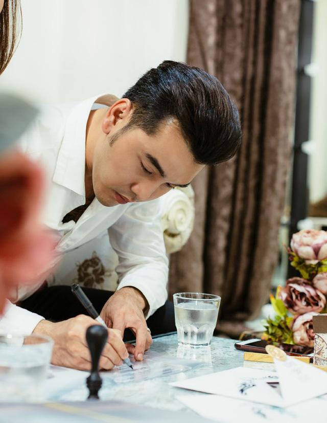 Cận cảnh tấm thiệp cưới độc nhất vô nhị của ca sĩ Ưng Hoàng Phúc và bà xã Kim Cương - Ảnh 3.
