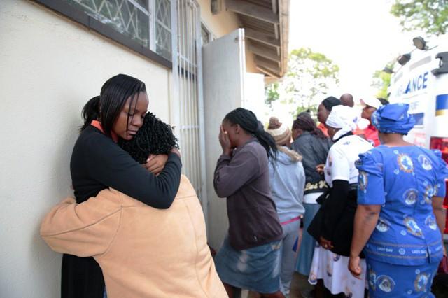 Tai nạn xe bus ở Zimbabwe, ít nhất 47 người thiệt mạng - Ảnh 3.