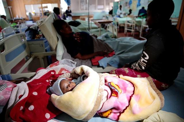 Tai nạn xe bus ở Zimbabwe, ít nhất 47 người thiệt mạng - Ảnh 6.