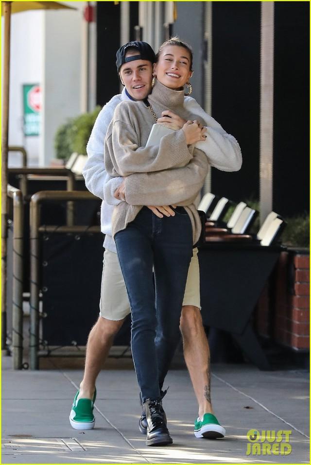 Dễ thương chưa, Justin Bieber khiêu vũ với vợ trên đường phố - Ảnh 2.