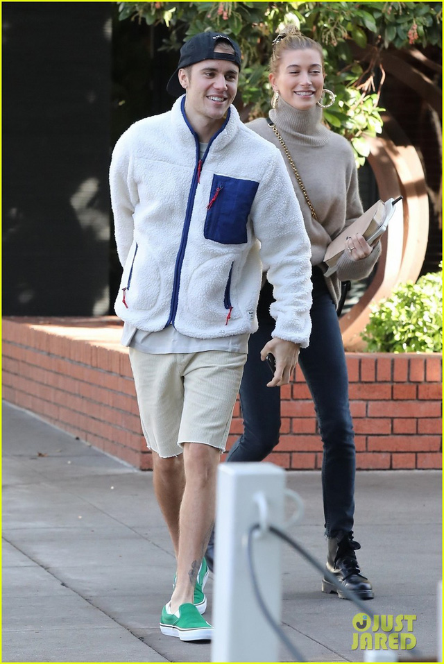 Dễ thương chưa, Justin Bieber khiêu vũ với vợ trên đường phố - Ảnh 3.