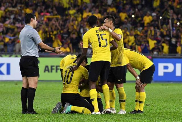 Trọng tài chung kết lượt về AFF Suzuki Cup 2018 từng bắt 4 trận World Cup 2018 - Ảnh 2.