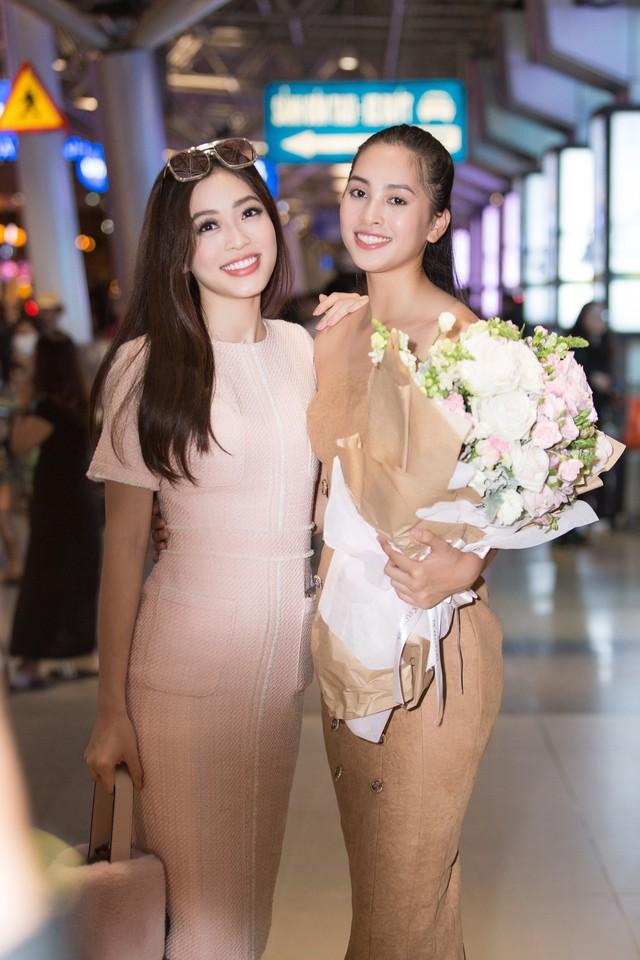 Hoa hậu Mỹ Linh ra sân bay đón Tiểu Vy trở về từ Miss World 2018 - Ảnh 5.