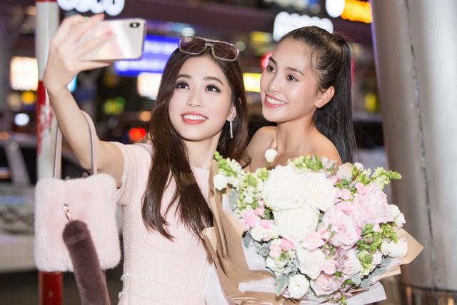 Hoa hậu Mỹ Linh ra sân bay đón Tiểu Vy trở về từ Miss World 2018 - Ảnh 4.
