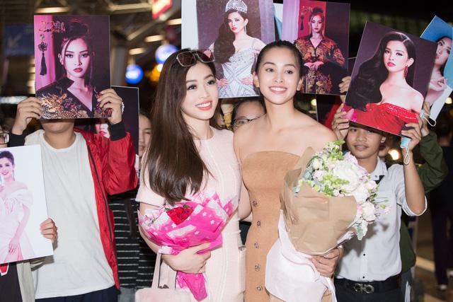 Hoa hậu Mỹ Linh ra sân bay đón Tiểu Vy trở về từ Miss World 2018 - Ảnh 3.