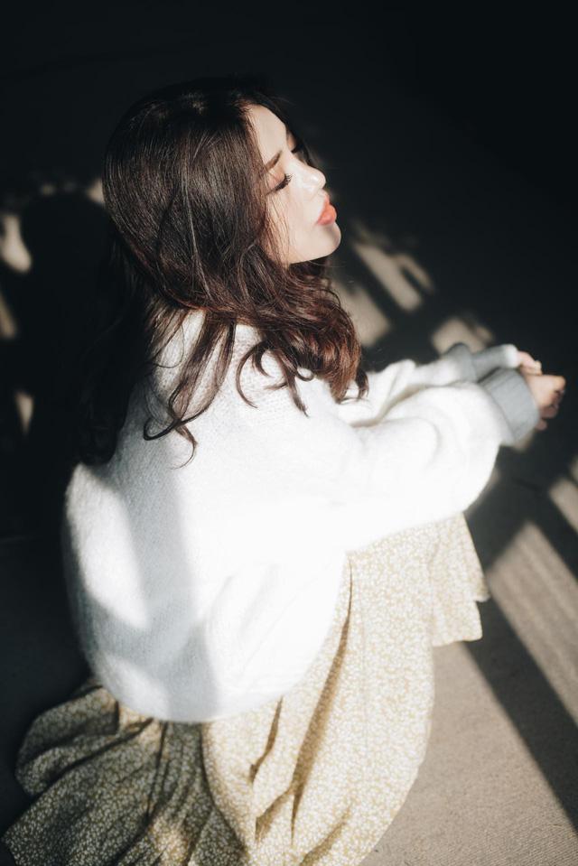 Ca sĩ Phùng Khánh Linh tiếp tục khẳng định khả năng sáng tác trong dự án âm nhạc mới - Ảnh 1.