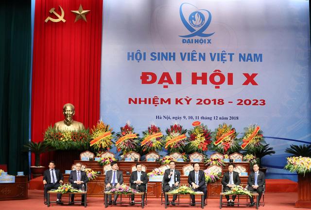 Bộ trưởng Phùng Xuân Nhạ trả lời hàng loạt vấn đề nóng với sinh viên - Ảnh 1.