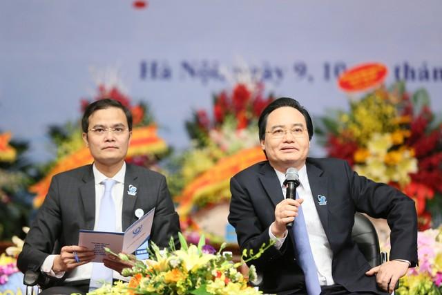 Bộ trưởng Phùng Xuân Nhạ trả lời hàng loạt vấn đề nóng với sinh viên - Ảnh 2.