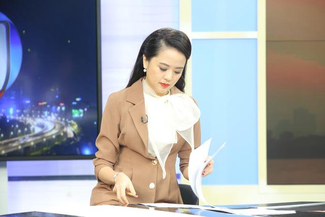 """Dàn MC xinh đẹp trong buổi quay thử chương trình mới """"Việt Nam hôm nay"""" - Ảnh 1."""