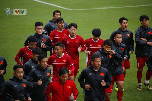 ẢNH: ĐT Việt Nam tập buổi đầu tiên sau khi trở về từ Malaysia - Ảnh 5.