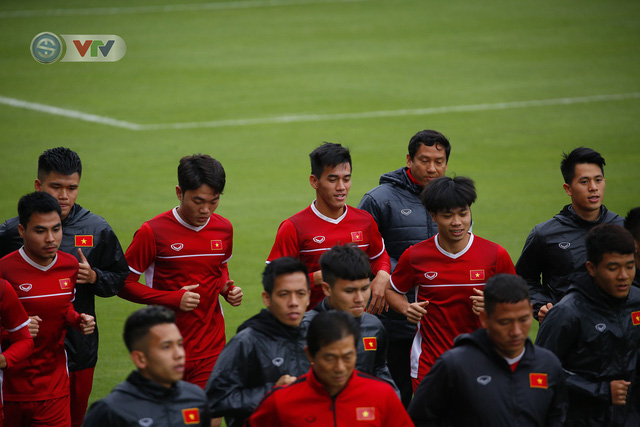 ẢNH: ĐT Việt Nam tập buổi đầu tiên sau khi trở về từ Malaysia - Ảnh 6.