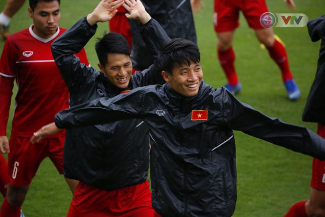 ẢNH: ĐT Việt Nam tập buổi đầu tiên sau khi trở về từ Malaysia - Ảnh 12.