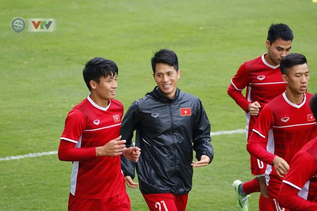 ẢNH: ĐT Việt Nam tập buổi đầu tiên sau khi trở về từ Malaysia - Ảnh 10.
