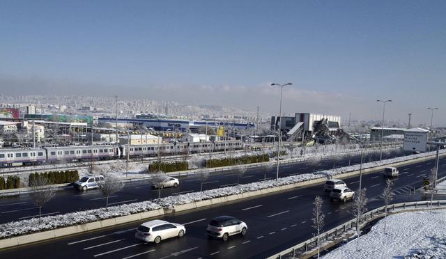 Tai nạn tàu cao tốc ở Thổ Nhĩ Kỳ, hàng chục người thương vong - Ảnh 1.