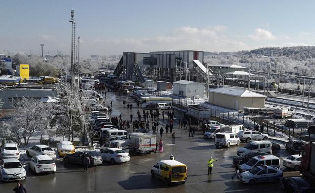 Tai nạn tàu cao tốc ở Thổ Nhĩ Kỳ, hàng chục người thương vong - Ảnh 3.