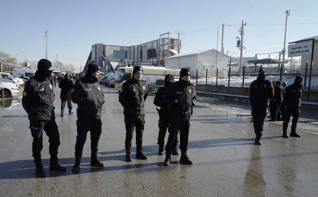 Tai nạn tàu cao tốc ở Thổ Nhĩ Kỳ, hàng chục người thương vong - Ảnh 5.