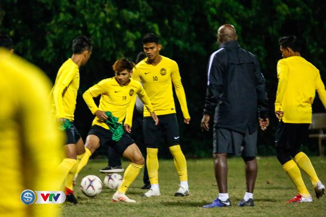ẢNH: ĐT Malaysia tập dưới trời rét chuẩn bị cho chung kết lượt về AFF Cup - Ảnh 8.