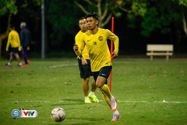 ẢNH: ĐT Malaysia tập dưới trời rét chuẩn bị cho chung kết lượt về AFF Cup - Ảnh 6.
