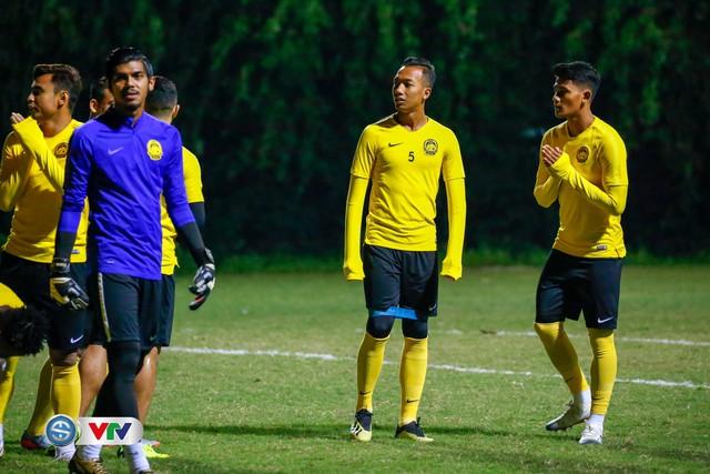 ẢNH: ĐT Malaysia tập dưới trời rét chuẩn bị cho chung kết lượt về AFF Cup - Ảnh 3.