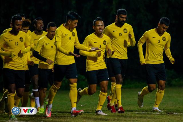 ẢNH: ĐT Malaysia tập dưới trời rét chuẩn bị cho chung kết lượt về AFF Cup - Ảnh 5.