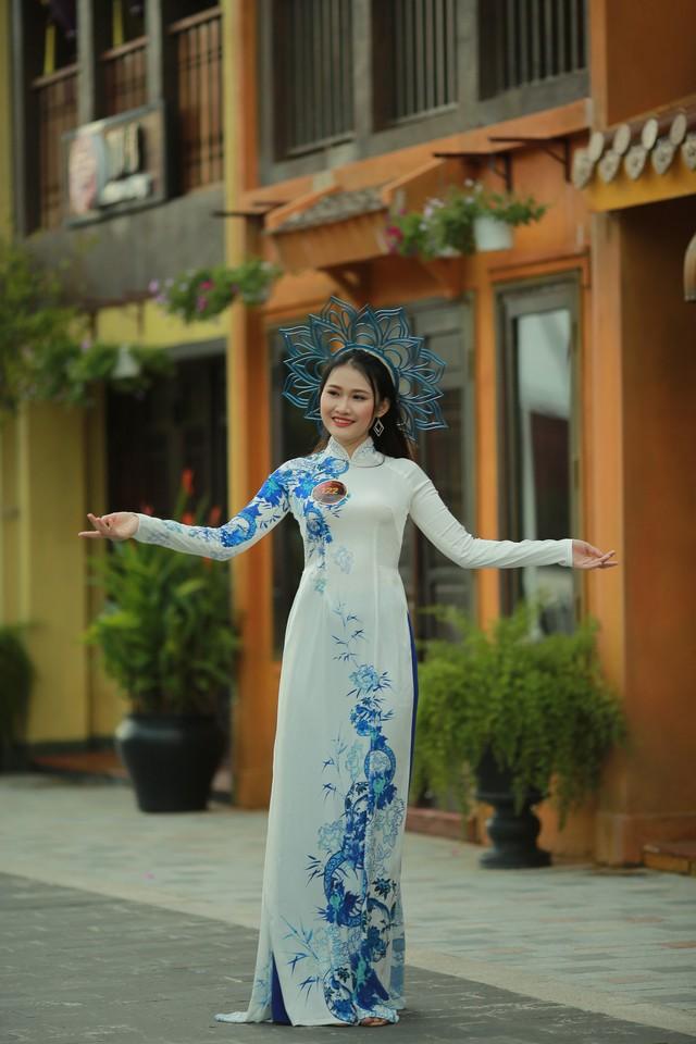 Ngắm dàn thí sinh Hoa khôi Sinh viên dịu dàng giữa phố cổ Hội An - Ảnh 2.