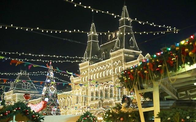 Chợ Giáng sinh lung linh kỳ ảo khiến du khách mê mẩn lạc lối - Ảnh 1.