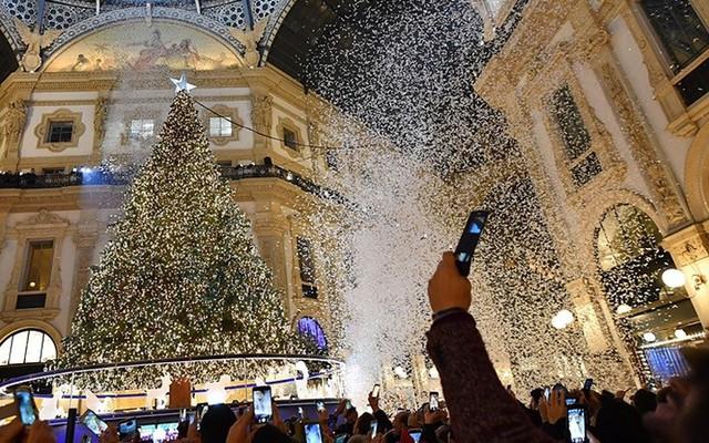 Chợ Giáng sinh lung linh kỳ ảo khiến du khách mê mẩn lạc lối - Ảnh 3.