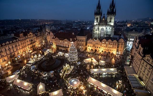 Chợ Giáng sinh lung linh kỳ ảo khiến du khách mê mẩn lạc lối - Ảnh 6.