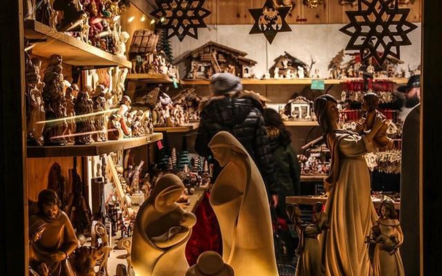 Chợ Giáng sinh lung linh kỳ ảo khiến du khách mê mẩn lạc lối - Ảnh 9.