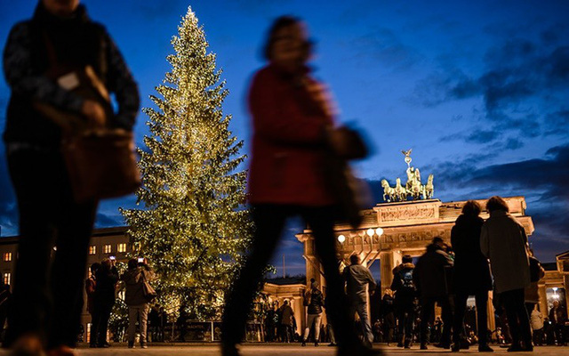 Chợ Giáng sinh lung linh kỳ ảo khiến du khách mê mẩn lạc lối - Ảnh 10.