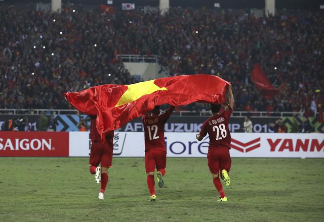 Thiên thời, địa lợi, nhân hoà và Việt Nam vô địch AFF Cup 2018 xứng đáng - Ảnh 3.
