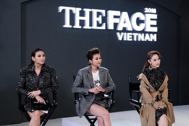 The Face Vietnam 2018 - Tập 11: Bộ ba Huấn luyện viên đồng loạt bị khách mời vạch lỗi - Ảnh 1.