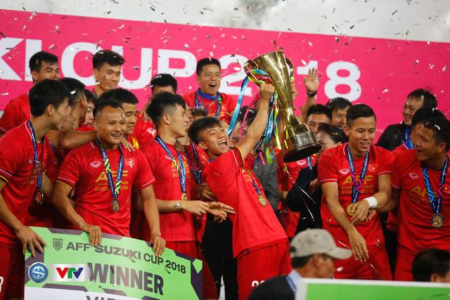 ẢNH: Khoảnh khắc ĐT Việt Nam vỡ òa khi giành chức vô địch lịch sử - Ảnh 12.